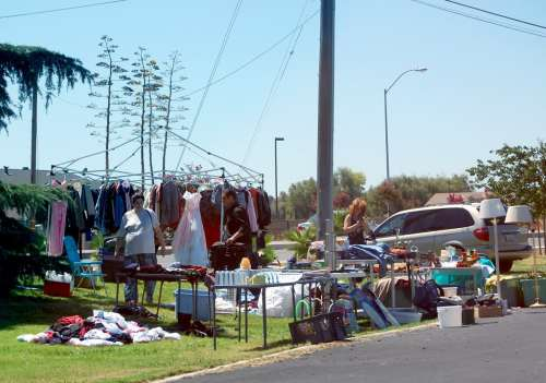 yard-sale-on-higgins