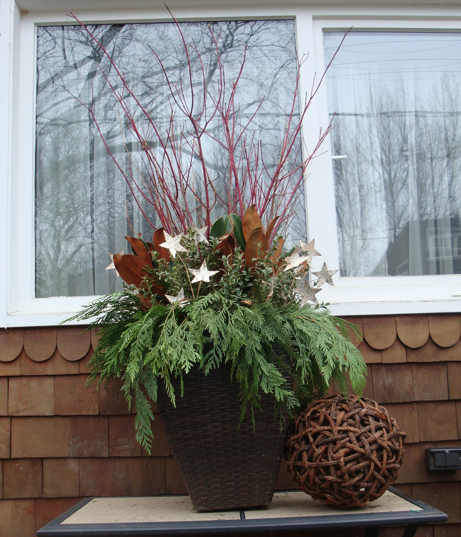 Outdoor Christmas Urns http://flohaus.com/2010/12/06/diy-winter-urns/